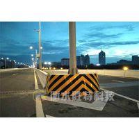 公路桥墩防撞设施