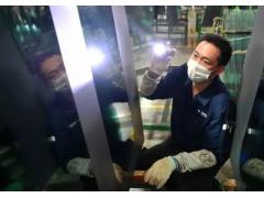 美国敢封锁华为,却不敢抵制这家中国玻璃企业